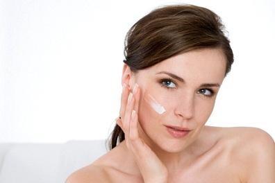 Cách chăm sóc da mặt đơn giản hiệu quả bằng thiên nhiên. Công việc hàng ngày phải ngồi trong điều hoà hay tiếp xúc với ánh Mặt trời thường xuyên cộng thêm