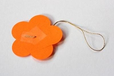 Cùng tham khảo những hướng dẫn gấp quả cầu hoa bằng giấy nhé. Hầu như chả mất công một tẹo nào mà chúng mình có thể sở hữu những quả cầu xinh nhiều màu sắc