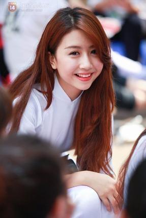 Những kiểu tóc của các hot girl luôn đúng xu hướng, mang lại vẻ xinh xắn, nổi bật nhưng cũng rất phù hợp với môi trường học đường đấy nhé! Tham khảo