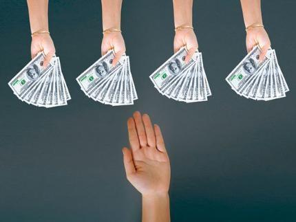 Trong cuộc sống, sẽ có lúc bạn gặp phải tình huống một người nào đó ngỏ lời nhờ bạn cho mượn tiền. Tuy nhiên, không phải lúc nào bạn cũng có thể sẵn sàng