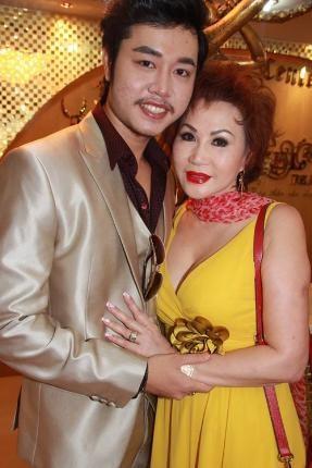 Yvonne Thúy Hoàng là ai?