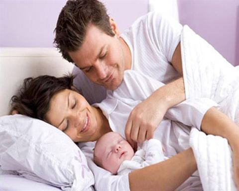 Sinh con theo 'mệnh' bố mẹ mới mốt