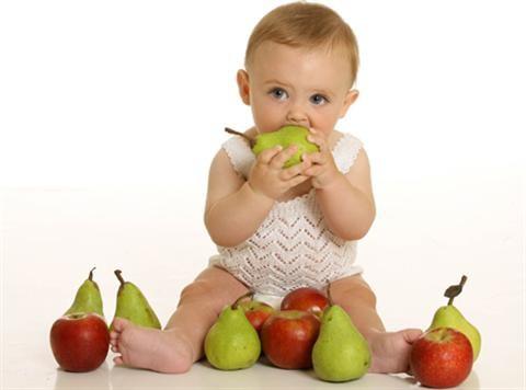 Khi nào cho bé ăn hoa quả