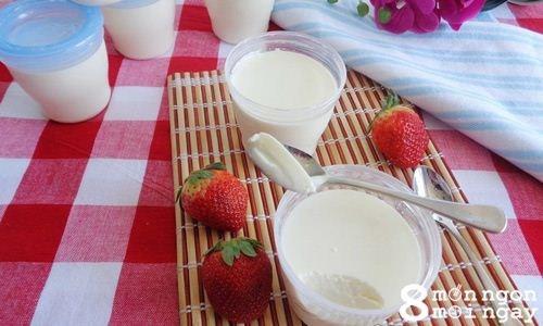 Cách làm da ua sữa chua cho bé cực đơn giản ngay tại nhà