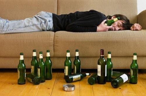 Ngày càng nhiều người mắc các bệnh về xơ gan, viêm loét dạ dày do dùng nhiều bia, rượu. Mỗi năm đất nước chúng ta tiêu thụ hơn 3 tỉ lít bia, hơn 68 triệu lít