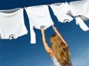 Cách chữa mốc ở quần áo trắng không hề khó