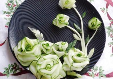 Huong dan cach tia hoa tu dua leo – dua chuot de trang tri mon an dep nhat Cách tỉa hoa hồng từ dưa leo không hề khó chút nào. Chỉ cần những thao tác rất đơn