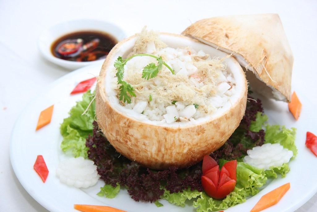 CÁCH LÀM CƠM DỪA Cơm dừa khá phổ biến trong việc trang trí các món bánh, nên nếu bạn nào không biết cơm dừa là gì hoặc không biết cách làm thì đọc bài hướng