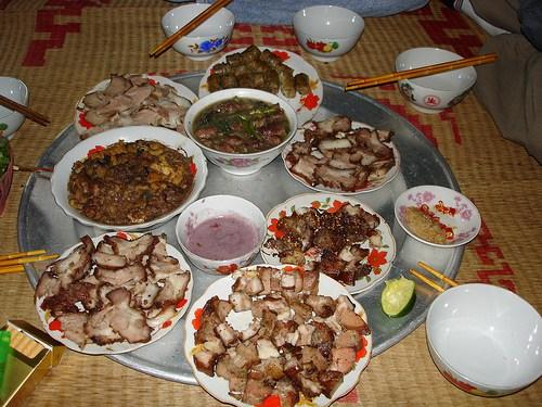 Những món ăn ngon từ chó, Cách nấu rựa mận thịt chó, Cách làm thịt chó nướng, Bát rựa mận nấu kiểu Vân Đình, Theo y học phương Đông, thịt chó là món ăn nhiều