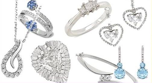 Ngoài những loại trang sức vàng, bạc đắt đỏ, các quý cô yêu thích phong cách điệu đà, kiểu cách còn có thể dễ dàng sắm được những món trang sức đính đá với