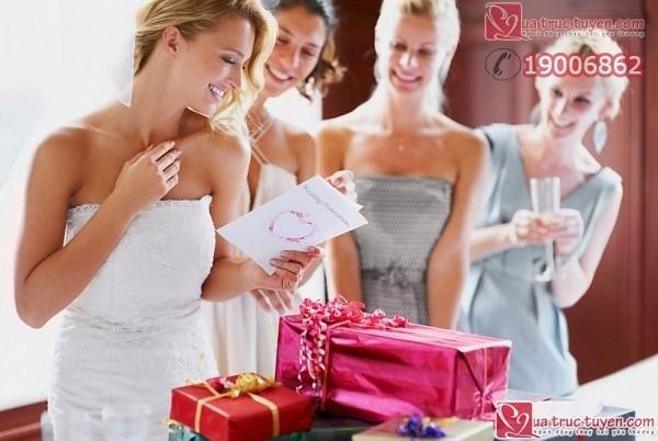 Mónquà cướimang nhiều ý nghĩa với đôi vợ chồng trẻ. Nên chọn quàcướithế nào đây? Hãy cùng tham khảo những bí kíp sau đây bạn nhé ! Quà cưới ý nghĩa 1. Quà