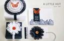 Cách gói quà bằng giấy và hoa trang trí