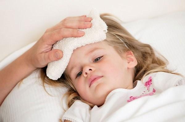 Làm sao để hạ sốt nhanh cho trẻ tại nhà?