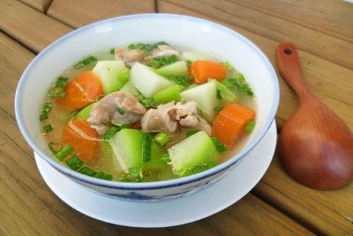 Các món ngon đơn giản từ gà: Canh gà nấu su su