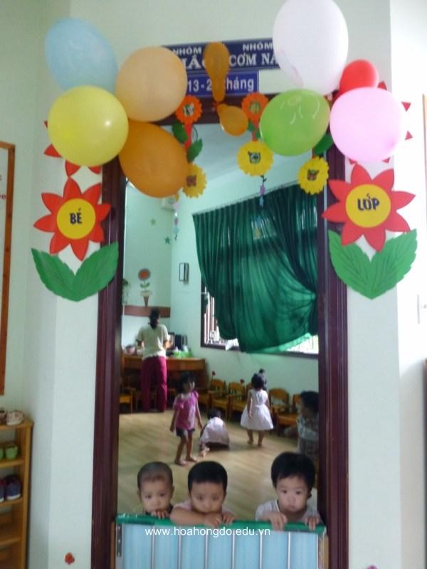 Trang trí góc lớp đón bé đến trường mầm non Sáng nay các cửa lớp treo bong bóng đón mừng bé đến trường mầm non bắt đầu năm học mới Băngrôn Chào mừng ngày toàn