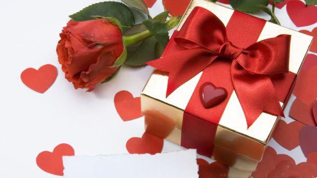 Cách chọn quà sinh nhật cho bạn gái giúp các chàng