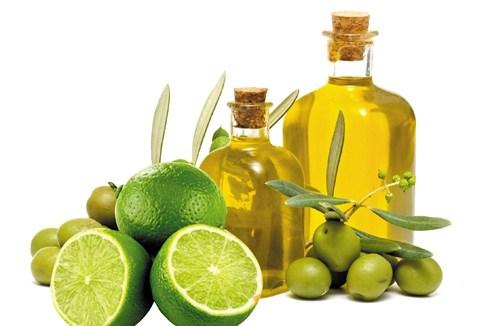 Theo một tài liệu cho biết dùng chanh và dầu ô liu tẩy sỏi trong gan, mật rất hiệu quả.Tuy nhiên, các bác sĩ đều cảnh báo, cần thận trọng đối với cách trị
