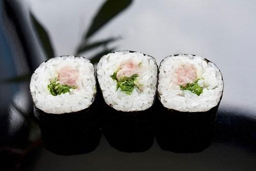 Rong biển là một loại thực phẩm vô cùng tốt cho sức khỏe của thai phụ bởi các dưỡng chất có trong thành phần rong biển là bài thuốc dưỡng thai vô cùng tuyệt